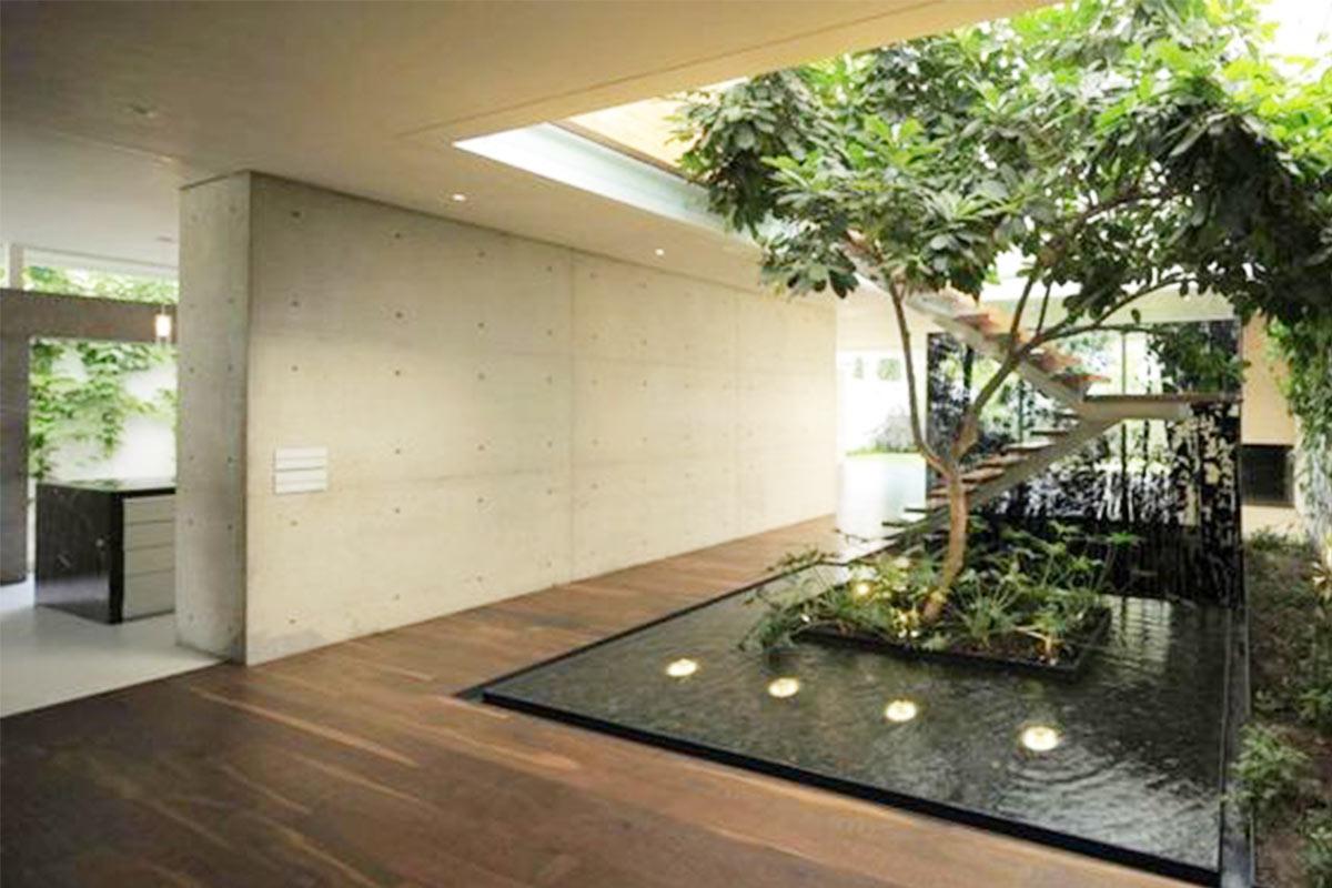 Bikin Rumah Sejuk Ini 7 Inpirasi Rumah Dengan Kolam Di Dalamnya