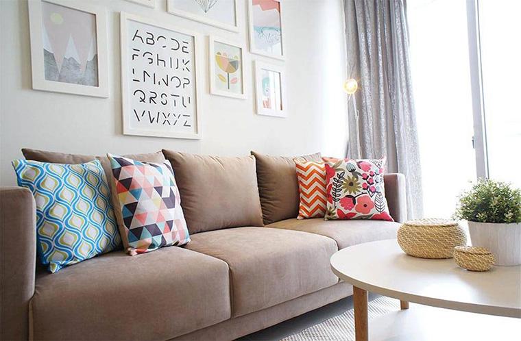 6 Inspirasi Penataan Cushion Agar Ruang Keluarga Nyaman