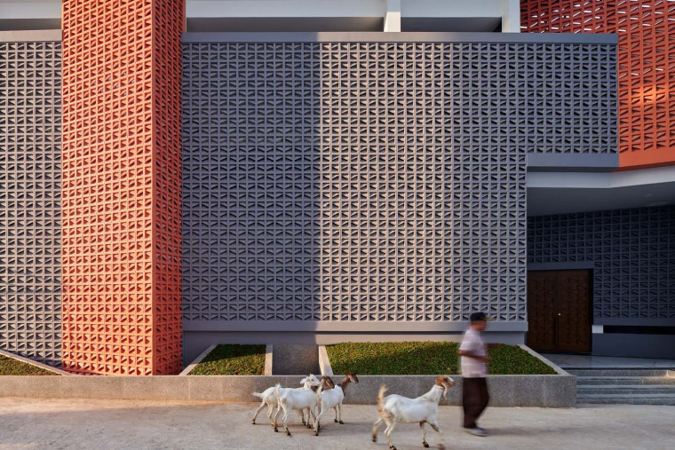 RAD+ar Develops an Environmentally Friendly Community Mosque with a Porous Envelope