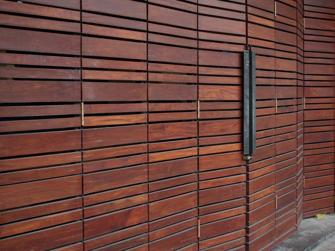 Mengenal Pintu Lipat: Material, Kelebihan, dan Kekurangannya