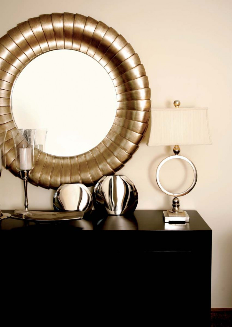 Six Ideas for Decorating Your Living Room with Mirrors