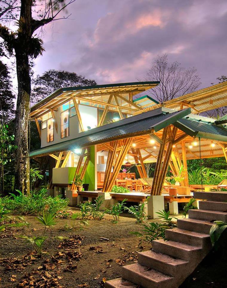 Tampak Artistik, Inilah 5 Inspirasi Desain Rumah Bambu