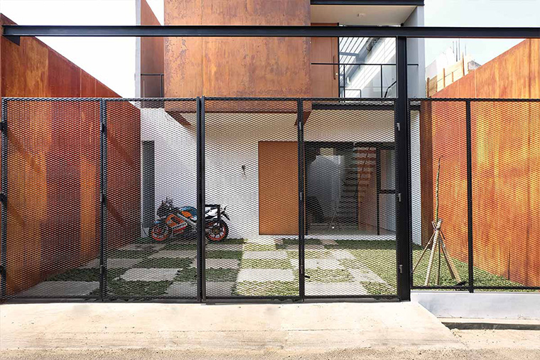 105 House, Karat sebagai Tampilan Fasad