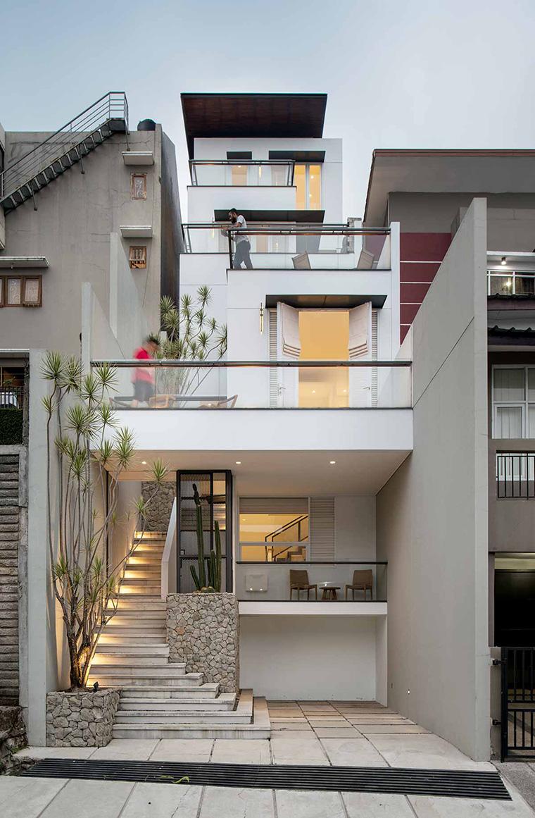 White Cliff House Kontur 30 Derajat Sebagai Kekuatan Desain