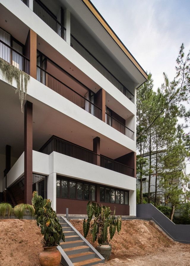 Dago T House Humble Design Creates an Illusion of One-storey House