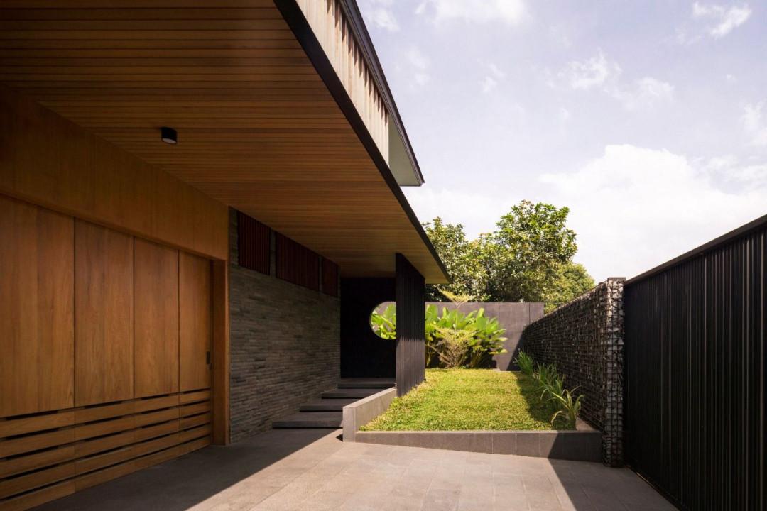 PR Residence Generates a Calm Sanctuary through Its Lush Inward-Looking Garden