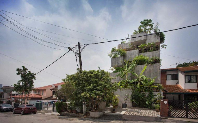 Formzero Designs a Self-Sufficient House with a Lush Frontage of Edible Plants